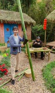 竹为笼筷,奔鹑烹餐,鲜溢唇齿,香润舌肠。忙活个厨件儿,又煮了两盘小菜,胃口顿时大开,滋味美到了心尖儿?